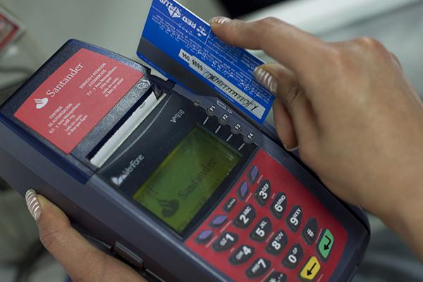 Es posible comprar sin tener una tarjeta de crédito. FOTO: CUARTOSCURO