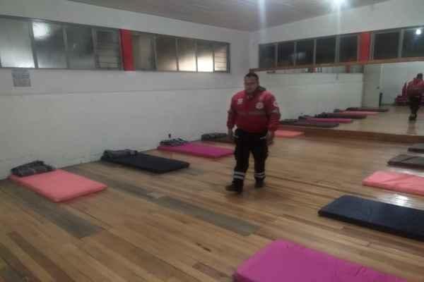 El albergue se instaló temporalmente en el Deportivo Agustín Millán Vivero. Foto: Cortesía