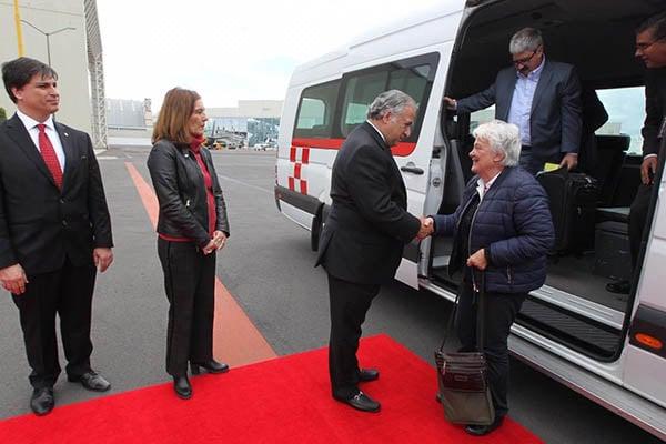 El próximo secretario de Turismo, Miguel Torruco, recibió a la vicepresidenta de la República Oriental del Uruguay, Lucía Topolansky. FOTO: SRE