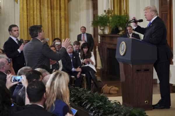 Juez pospone fallo sobre demanda de CNN a la Casa Blanca por pase de periodista
