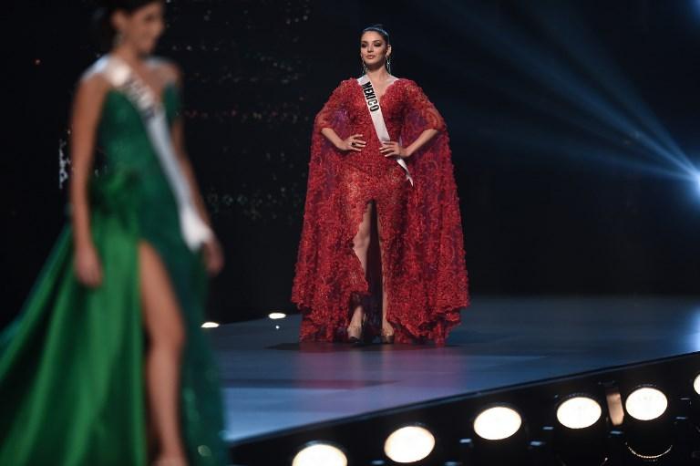 Andrea Toscano de México durante la competencia de vestidos de noche durante el concurso Miss Universe 2018. Foto: AFP.