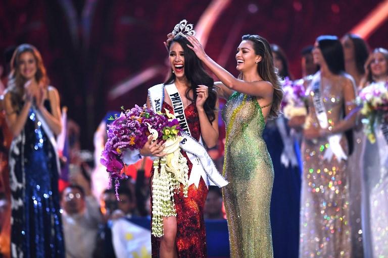 Catriona Grey de Filipinas reacciona cuando es coronada la nueva Miss Universe 2018. AFP.