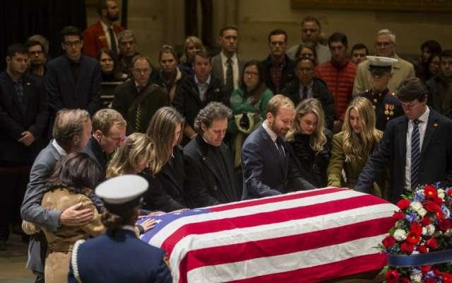 La familia de los Bush se sumó a los homenajes por la muerte de su patriarca. Foto: AFP