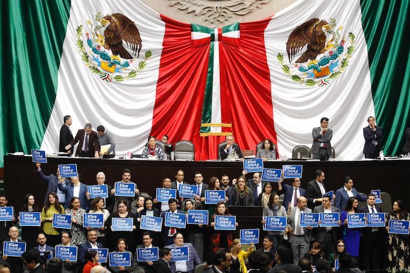 Diputados del PAN protestaron contra los gasolinazos y exigieron que el litro de la Magna baje de 20 a 13 pesos por litro, con la eliminación del impuesto. Foto: Cuartoscuro