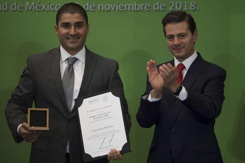 EMPRENDEDOR. Ruiz usa sus recursos para hacer crecer a sus atletas. Foto: MEXSPORT