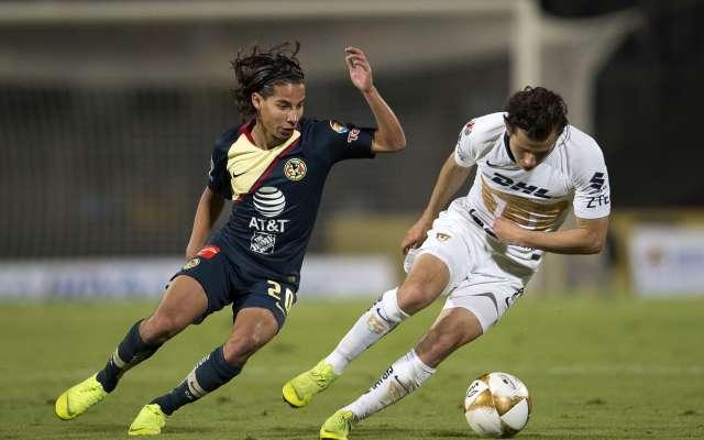 JUVENTUD. Diego Lainez y Alan Mozo participaron en las jugadas de gol, anoche. Foto:  MEXSPORT