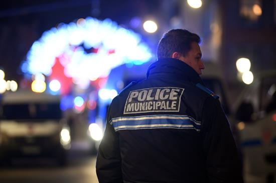 Las autoridades cerraron las vías del tranvía que comunicanEstrasburgo. FOTO: EFE
