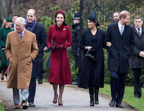 La familia real británica acudió a la misa de Navidad en la iglesia de Sandringham. Foto: EFE