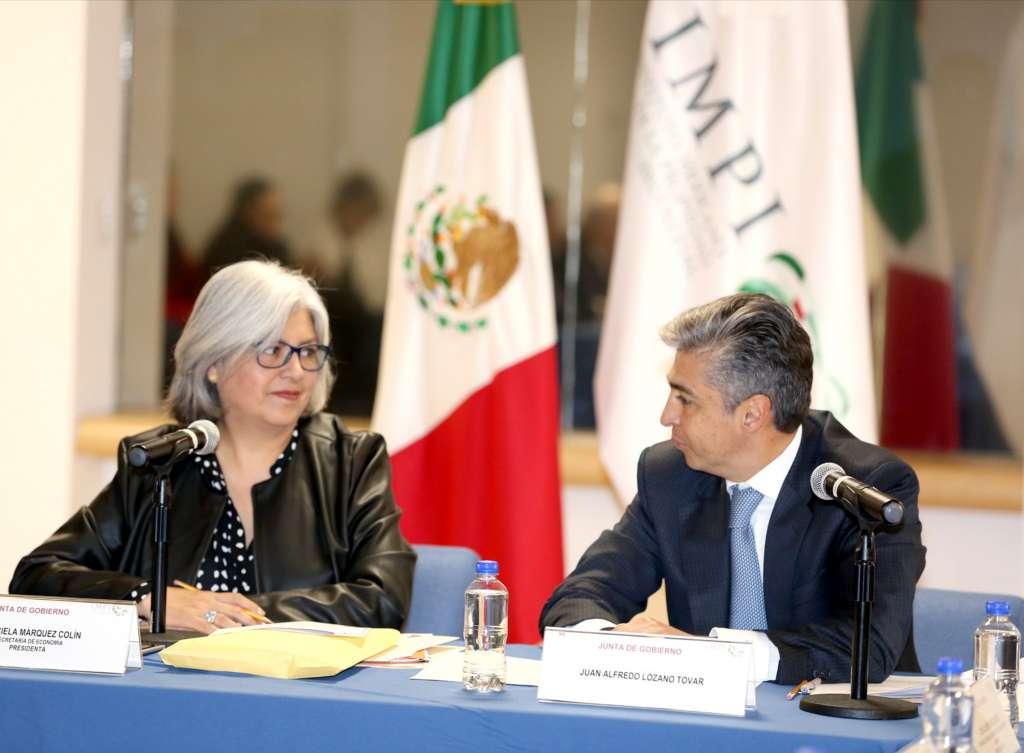 Graciela Márquez Colín, titular de Economía, y Juan Lozan, director del IMPI. FOTO: NOTIMEX