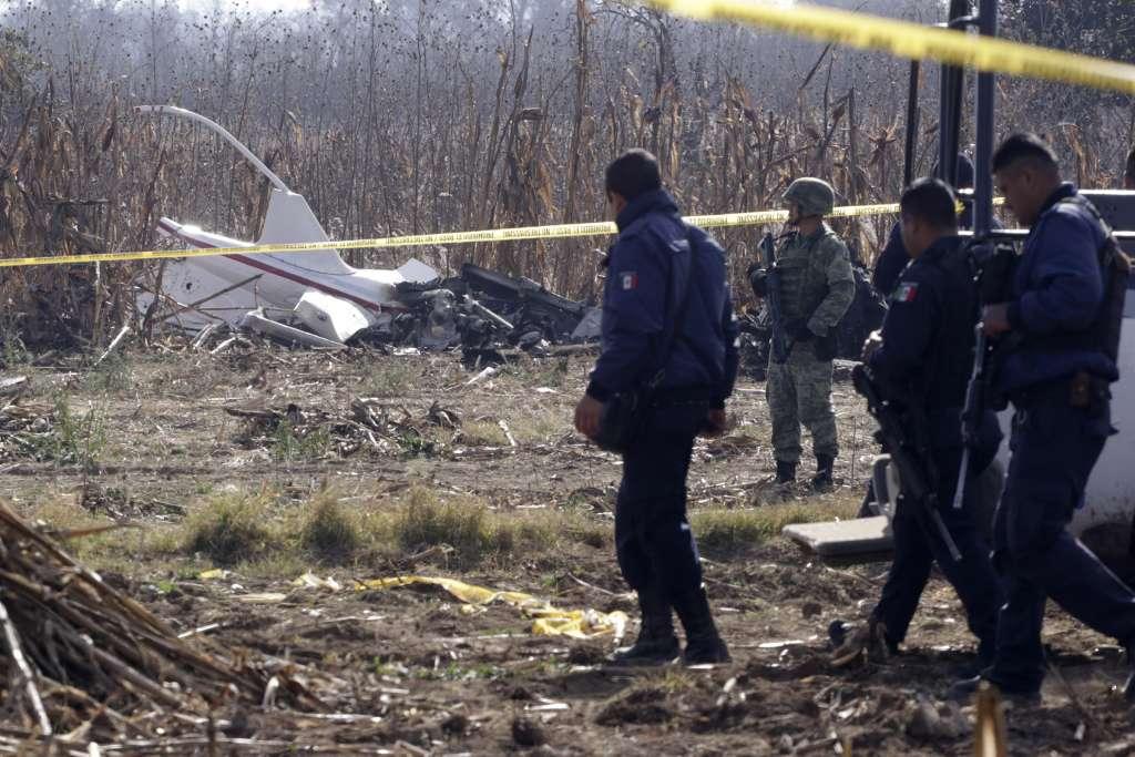 Restos de la aeronave que se desplomó y provocó la muerte de Martha Erika Alonso y Rafael Moreno Valle. Foto:  NOTIMEX
