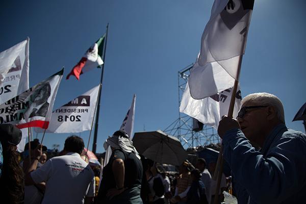 Miles de personas escucharon el primer mensaje de Andrés Manuel López Obrador.  FOTO: CUARTOSCURO
