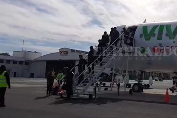 Esperaron durante varios minutos su llegada. FOTO: ESPECIAL