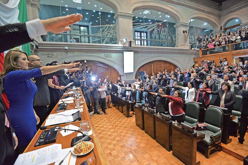Imagen para la memoria. ● El 4 de septiembre rindieron protesta los diputados de la LX Legislatura del Estado de México, de mayoría morenista. FOTO: ARTEMIO GUERRA BAZ /CUARTOSCURO.COM