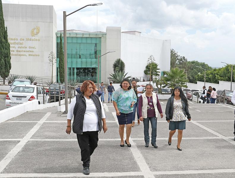 Madres de jóvenes desaparecidas acudieron en octubre al penal de Chiconautla. FOTO: SAÚL LÓPEZ /CUARTOSCURO.COM