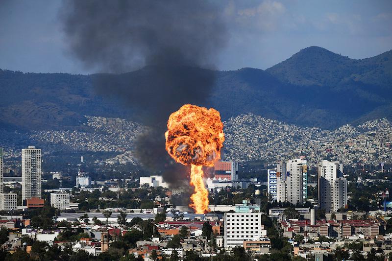 Una explosión en una fábrica de alcohol en la Atlampa se vio a kilómetros de distancia el 22 de octubre.
