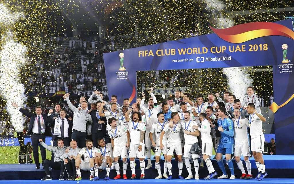 Los jugadores del Real Madrid celebran tras ganar la final del Mundial de Clubes contra el anfitrión Al Ain en Abu Dabi, Emiratos Árabes Unidos. Foto: AP