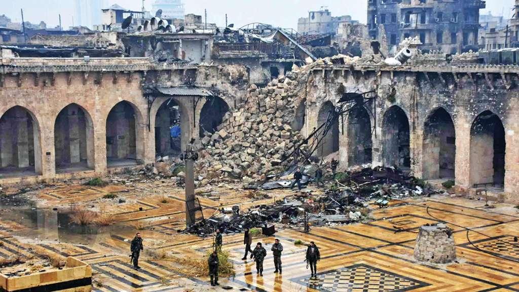 DEVASTACIÓN. Así quedó la Gran Mezquita de Alepo luego de los bombardeos en 2013. Foto: Especial