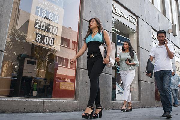 Por ser día festivo no operan los bancos. FOTO: CUARTOSCURO