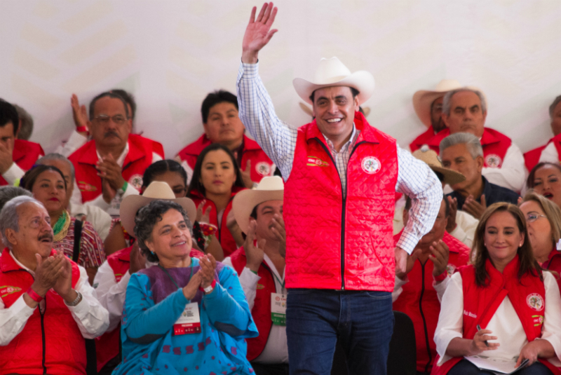 Hernández Deras, aseguró que los manifestantes venían por propia voluntad y que a él, miembros de algunas organizaciones campesinas identificadas con Morena, le habían comentado que también querían protestar pero su partido se los impedía