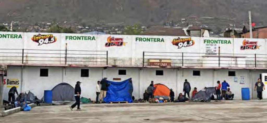 El lugar conocido como El Barretal, a 24 kilómetros de la frontera, es ya el único albergue en Tijuana para la caravana de migrantes que espera solicitar asilo en EU, tras el cierre del deportivo Benito Juárez. Foto: Ana Gómez