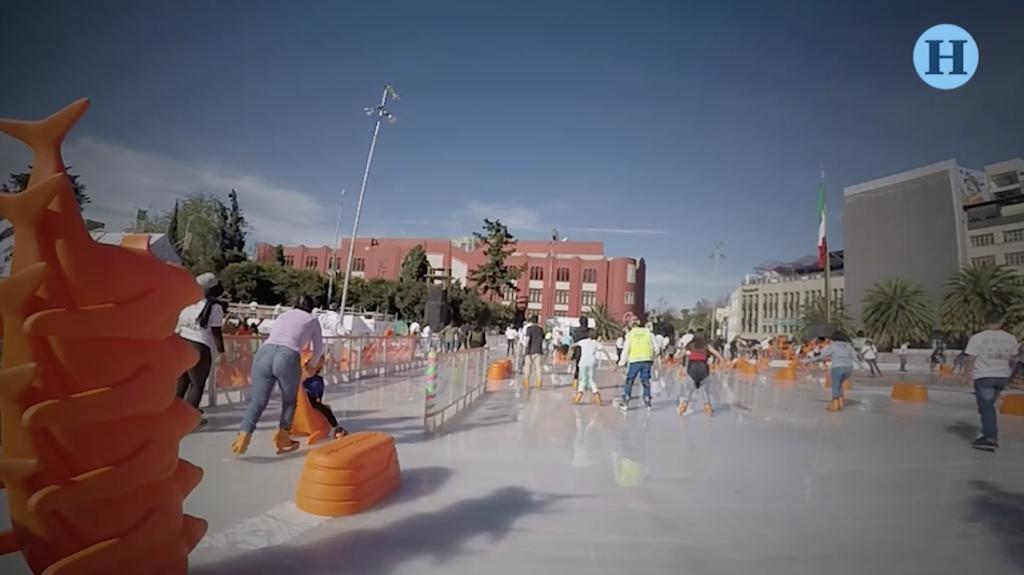 Capitalinos disfrutan el nuevo Parque de Hielo