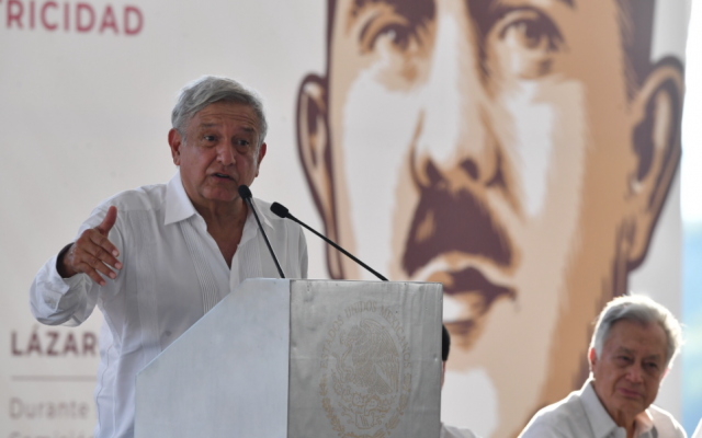 Andrés Manuel López Obrador asistió a la toma de protesta de Rutilio Escandón Cadenas, como gobernador constitucional de Chiapas. FOTO: PABLO SALAZAR