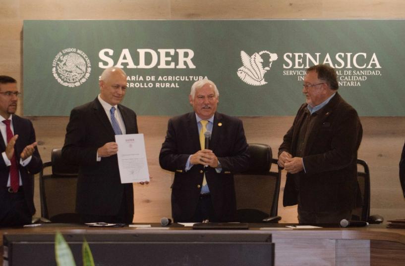 El titular de la Sader recordó que la responsabilidad del Senasica recae en los temas sanitarios y de inocuidad para los sectores agrícola.