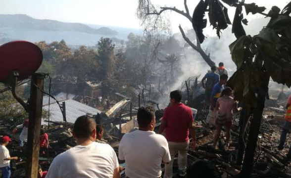 La Secretaría de Protección Civil estatal informó que las casas eran de madera