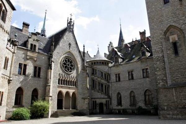 El lujoso castillo tiene 135 habitaciones. FOTO: ESPECIAL