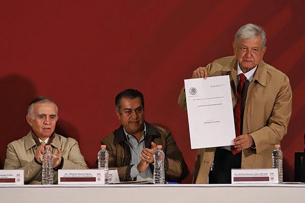 Firmó el Decreto de Estímulos Fiscales de la Región Fronteriza Norte. FOTO: VÍCTOR GAHBLER