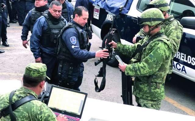 REVISIÓN. Personal de la Sedena verificará las armas de los policías municipales. Foto: Especial