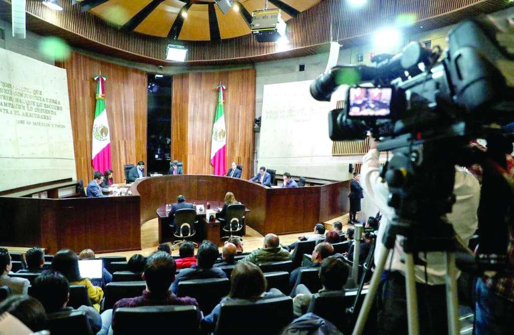PLENO. Los siete magistrados participaron en la sesión del TEPJF, convocada en calidad de urgente. Foto: CUARTOSCURO