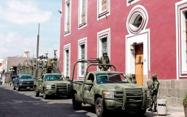 Estos elementos militares se han comenzado a colocar, en el boulevard Vicente Suárez y en la junta auxiliar Zaragoza