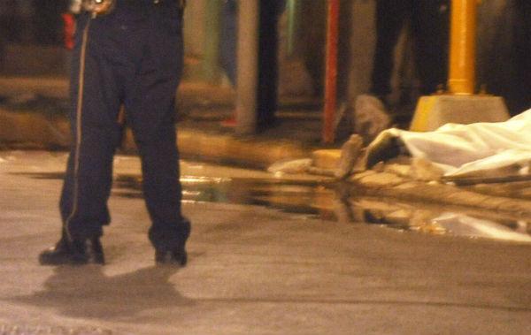 El cuerpo de la víctima, identificada por sus familiares, fue trasladado al anfiteatro ministerial con el fin de realizarle la necropsia