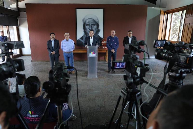 El gobernador Silvano Aureoles Cornejo en rueda de prensa este domingo. Foto: Especial.