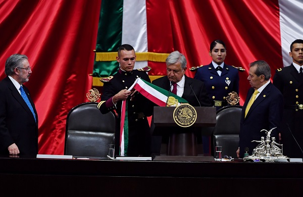 La toma de protesta de Andrés Manuel López Obrador ocupa cinco lugares entre las diez principales tendencias a nivel mundial. Foto: Pablo Salazar