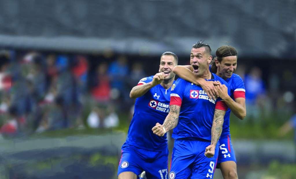 FELICIDAD. Edgar Méndez, Milton Caraglio e Igor Lichnovsky gritaron con todo el gol de la victoria. Foto: MEXSPORT