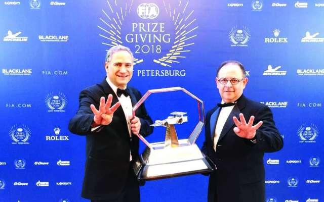 RECONOCIMIENTO. Alejandro Soberón y Federico González recibieron el premio. Foto: Especial