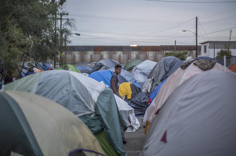 Integrantes de la caravana migrante en Tijuana. Foto: Cuartoscuro