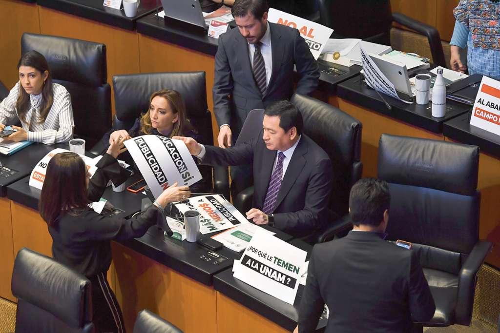 Senadores del PRI apoyaron el reclamo universitario. Foto Pablo Salazar / El Heraldo de México.