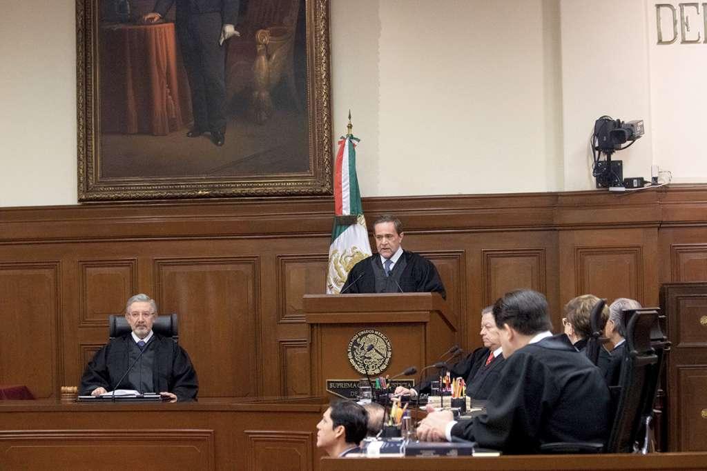 Los ministros Luis María Aguilar, y Jorge Mario Pardo Rebolledo, en la sesión solemne en la Suprema Corte de Justicia de la Nación.  FOTO: MOISÉS PABLO /CUARTOSCURO.COM