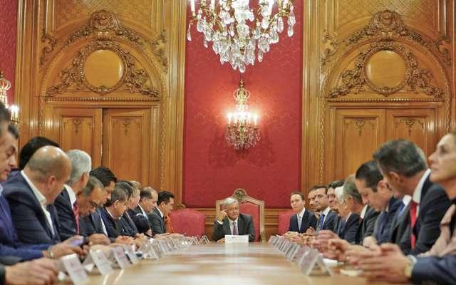 Ayer, los gobernadores tuvieron su primera reunión de trabajo con Andrés Manuel. Foto: Especial.