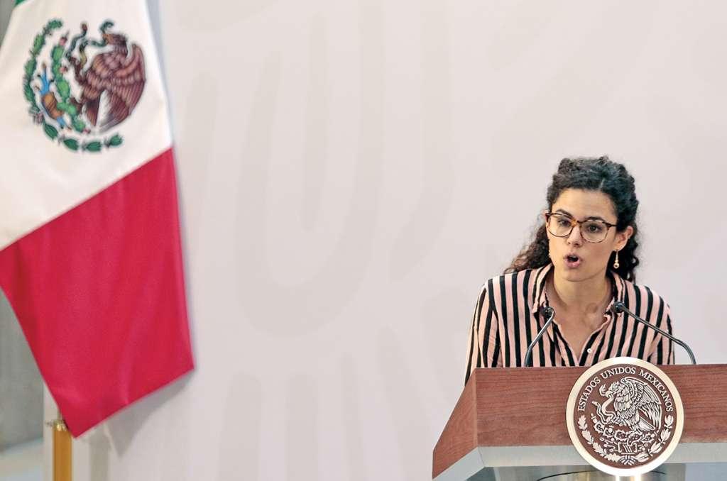 Luisa Alcalde, durante el anuncio del aumento al salario.. Foto: Notimex.