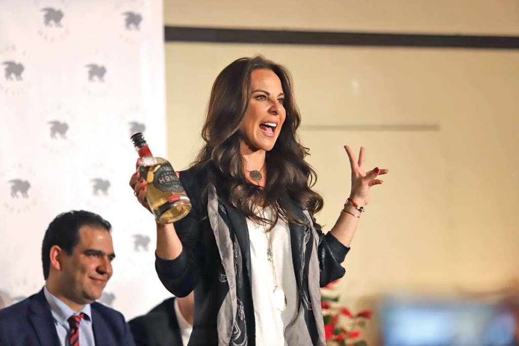 La actriz dijo que vino a pasar las fiestas decembrinas con su familia.  Foto: Víctor Gahbler / El Heraldo de México
