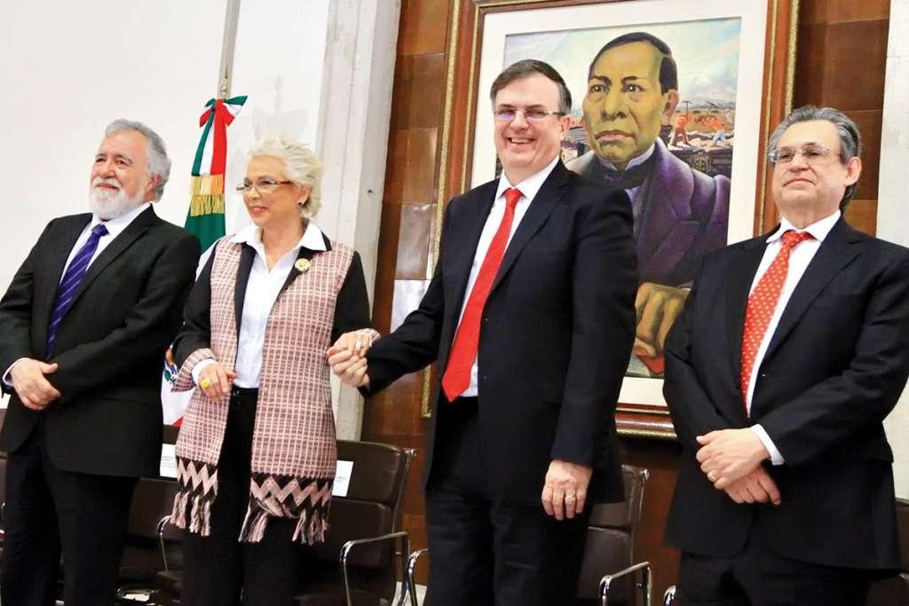 Alejandro Encinas, Olga Sánchez, y Ebrard, entre otros, ayer en Gobernación. Foto: Notimex