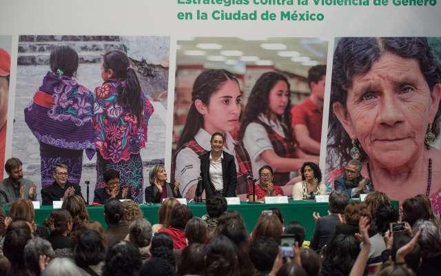 """Claudia Sheinbaum, jefa de Gobierno de la capital, anunció ayer las """"Estrategias para la prevención y atención de las violencias contra las mujeres"""". Foto: CUARTOSCURO"""