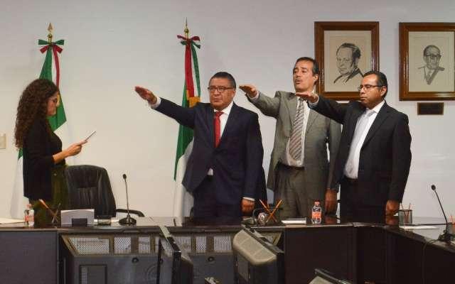 Luisa María Alcalde, secretaria del Trabajo toma protesta a los nuevos funcionarios de la dependencia. Foto: Especial.