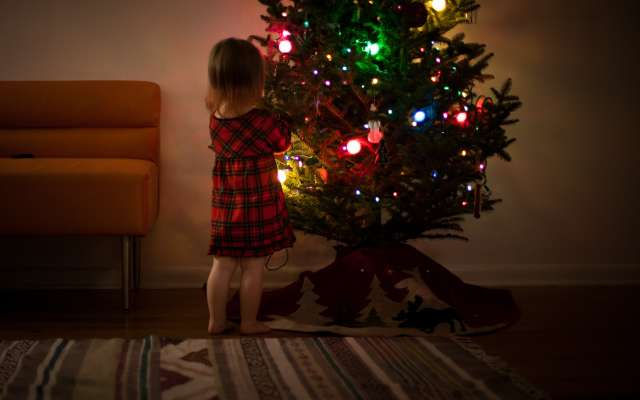 Los niños se preparan para recibir sus regalos. Foto:  Josh Willink