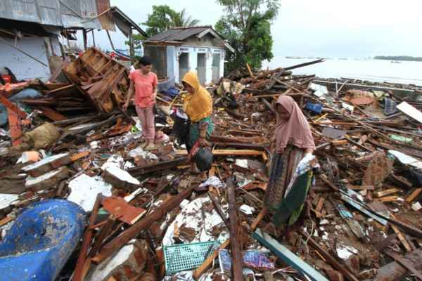 Los expertos advirtieron del riesgo de nuevas olas mortales a causa de la actividad volcánica. Foto: AFP