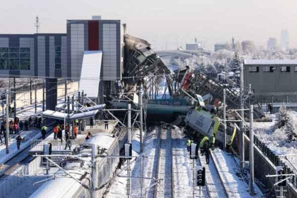 Como resultado del accidente también resultaron lesionadas 86 personas. Foto: AFP